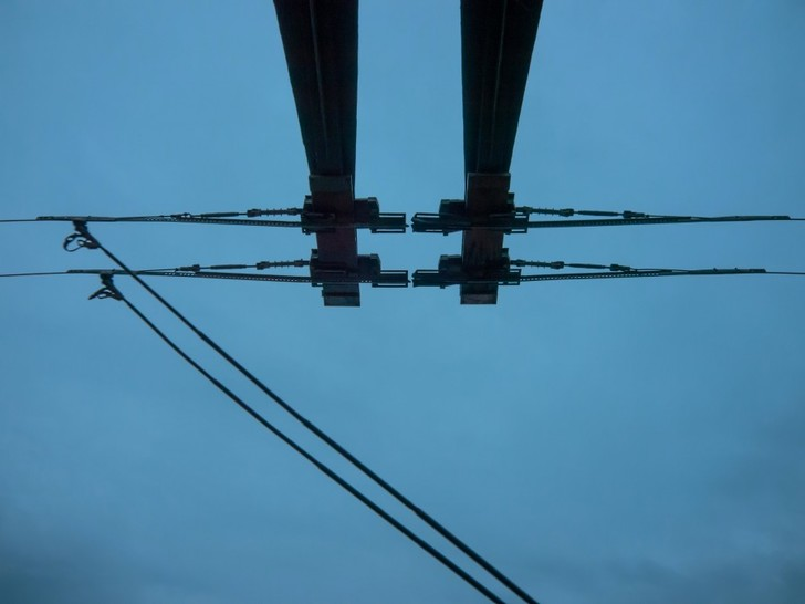 Фото №3 - Как троллейбусы проезжают по разводным мостам, если они разводные