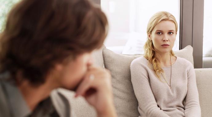 «У тебя просто ПМС»: как мифы и стереотипы о гормонах влияют на нашу жизнь