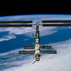 Фото №1 - Космонавты вышли подышать свежим вакуумом