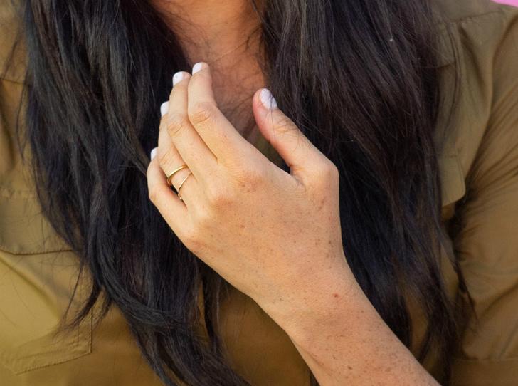Фото №4 - Почему герцогиня Меган сняла помолвочное кольцо на время тура