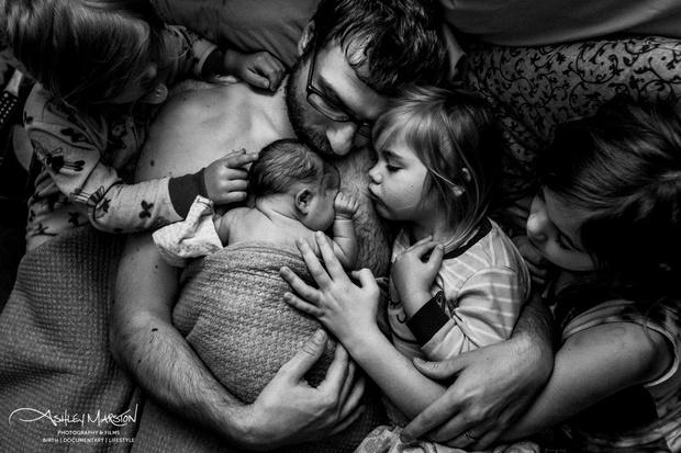 Фото №1 - Привет, малыш: 25 самых честных и красивых фото родов