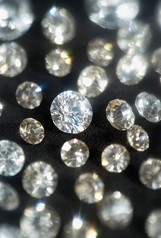 Фото №2 - Цветные бриллианты: почему все сходят по ним с ума