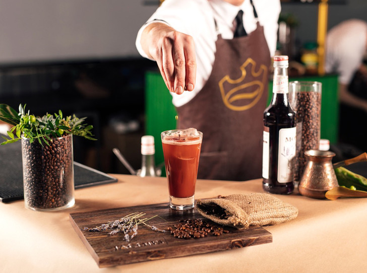 Фото №1 - 5 нескучных кофейных напитков для длинной рабочей недели