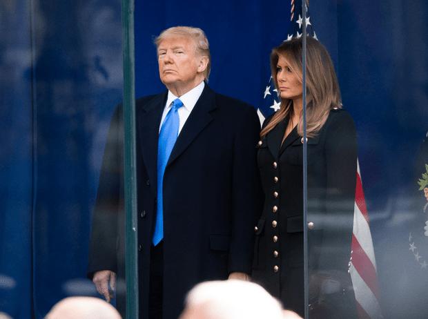 Фото №1 - Как Мелания Трамп «наказывает» мужа при помощи своего гардероба