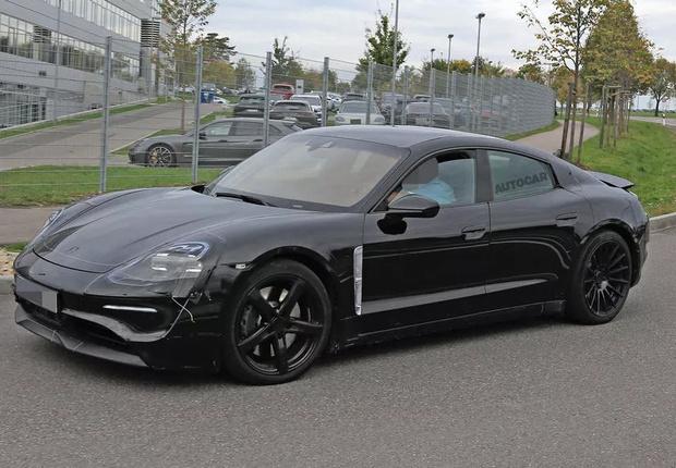 Фото №2 - Porsche впервые официально показал свой первый электроспорткар Taycan (фото)