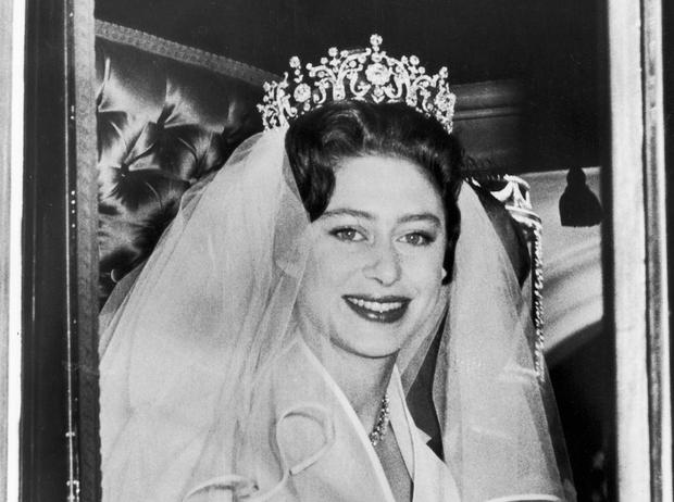 Фото №1 - Почему принцесса Маргарет купила свадебную тиару, а не позаимствовала у Королевы