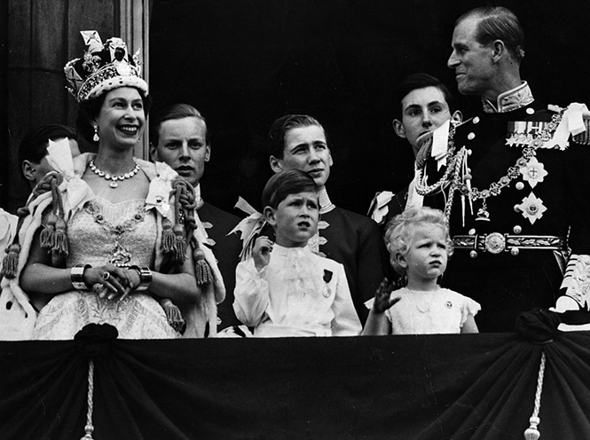 Фото №2 - Может ли королева Елизавета II получить титул императрицы?