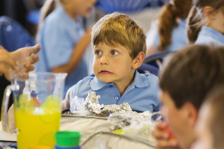 Какие блюда запрещены в школьных столовых, питание в школьных столовых, чем кормят в школьных столовых, меню школьника, меню в школьных столовых, Роспотребнадзор, рекомендация