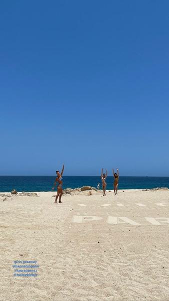 Фото №2 - Best friends: Кендалл Дженнер и Хейли Бибер отдыхают вместе в Мексике