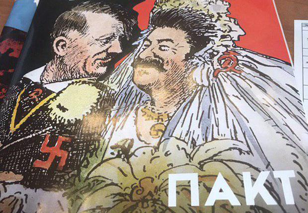 Фото №1 - Книжный магазин вернул издательству исторический журнал из-за карикатуры со Сталиным и Гитлером