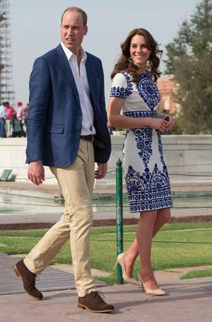 Фото №12 - Выездной гардероб: как стилисты и дизайнеры готовят королевских особ к турам