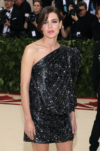 Фото №5 - Принцесса Беатрис Йоркская дебютировала на Met Gala