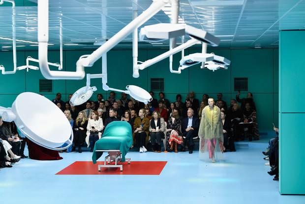 Фото №3 - Отрубленные головы, драконы и змеи: Почему новую коллекцию Gucci нужно посмотреть всем?