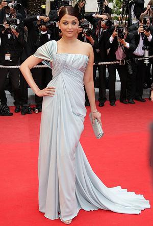 Фото №46 - Болливуд в Каннах: Айшвария Рай и все ее наряды за историю кинофестиваля