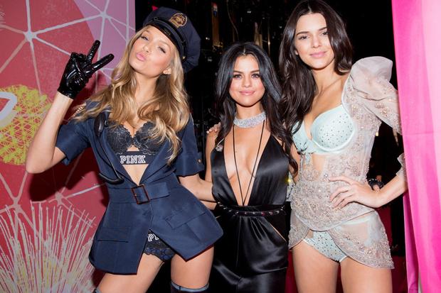 Фото №4 - Селена Гомес зажгла на шоу Victoria's Secret