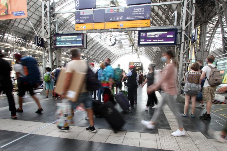 Фото №1 - Каковы шансы заразиться COVID-19 в поезде?