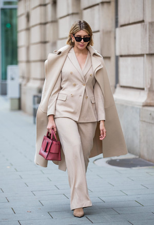 Фото №7 - С чем носить бежевое пальто: модные идеи на любой случай