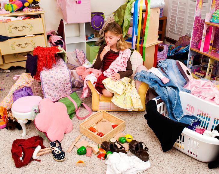 Фото №1 - Мать двоих детей год не покупала им новые вещи и игрушки