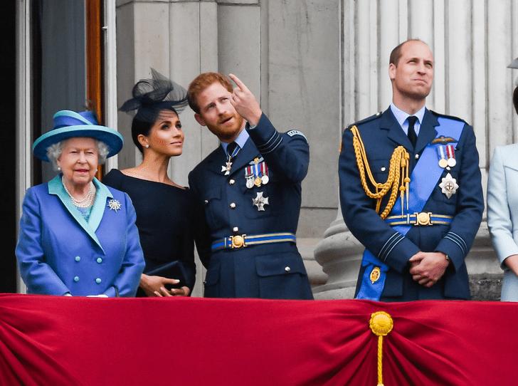 Фото №4 - Как королева поддерживает принца Гарри и герцогиню Меган