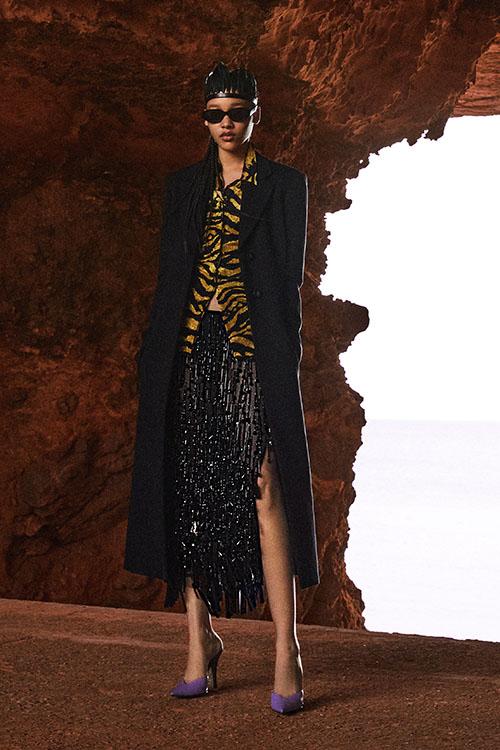 Фото №1 - Цветные шубы, вязаные брюки и венец из перьев: коллекция Attico осень-зима 2021