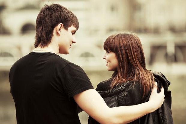 Фото №1 - Вопрос дня: Что делать, если вы с парнем нравитесь друг другу, но никто не действует?