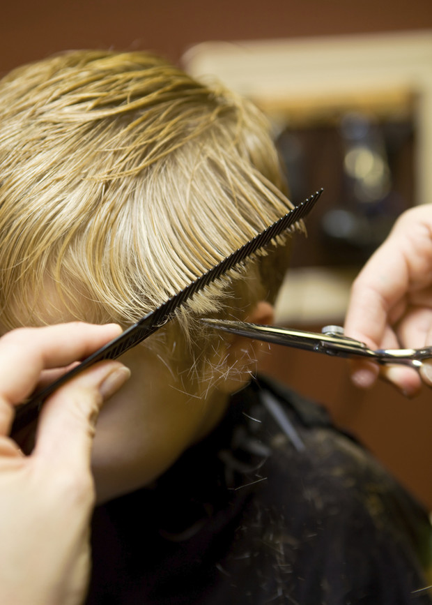 Фото №1 - Первые волосы малыша: стричь, брить, отращивать?