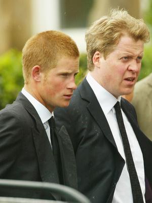 Фото №5 - Не только Кембриджские: кто еще пытался отговорить Гарри от женитьбы (и почему это не сработало)