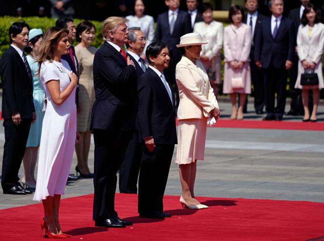 Фото №2 - Дональд и Мелания Трамп прилетели в Японию