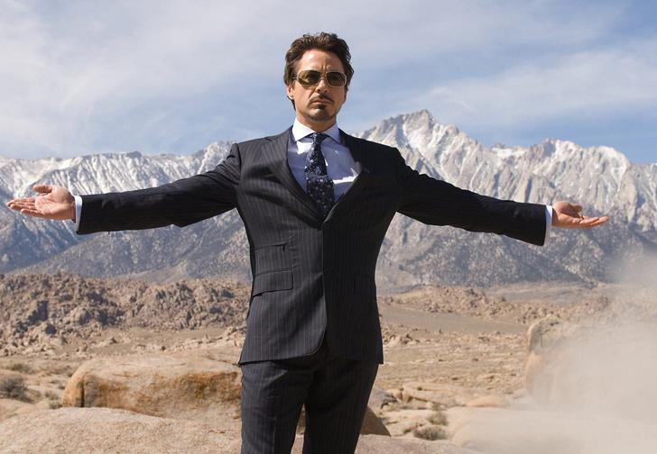 Фото №1 - Как актёры, играющие крутых парней в кино, выглядят в повседневной жизни (фото)