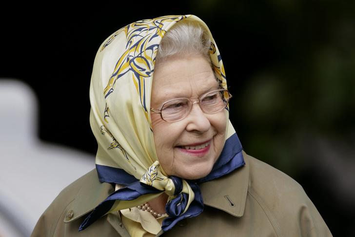 Фото №1 - Охранник Елизаветы II рассказал, как королева пошутила над туристами