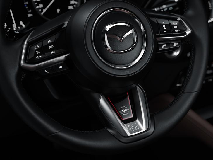 Фото №3 - Шедевр столетней выдержки: Mazda представила кроссовер к собственному юбилею