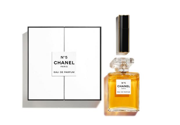 Фото №7 - Что подарить на Новый год: парфюмерный гид MAXIM