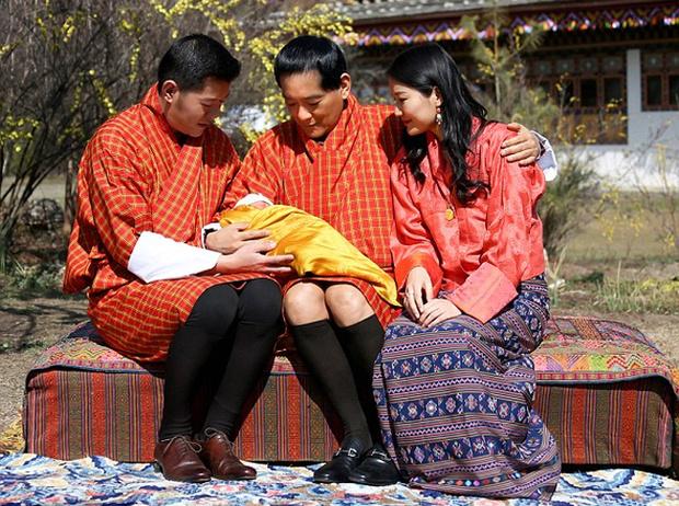 Фото №9 - Король-дракон Бутана: любовь стоит того, чтобы ждать