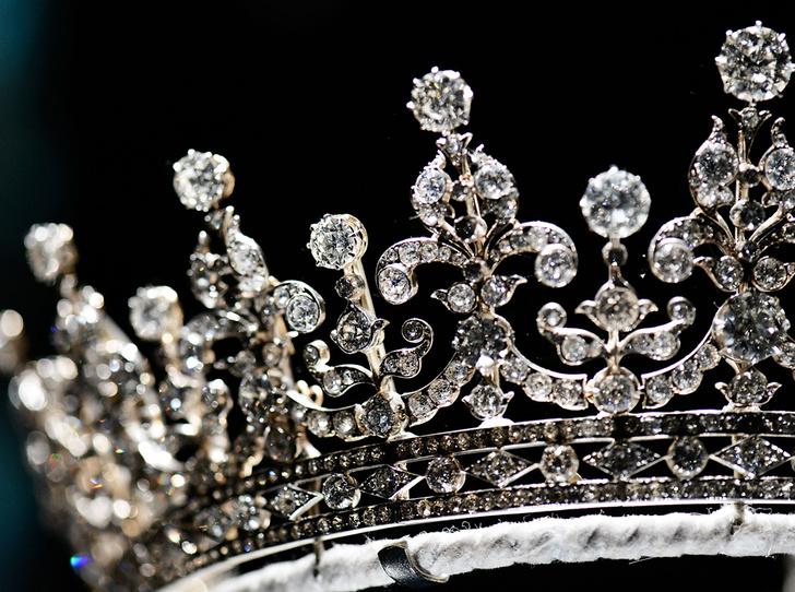 Фото №25 - Какую тиару Елизавета II одолжит Меган Маркл на свадьбу: делаем ставки