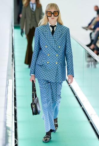 Фото №13 - Как стильно носить галстуки: советы дизайнеров и главных модниц