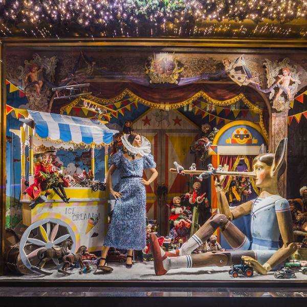Фото №2 - Из сказки в сказку: 36 волшебных сюжетов в витринах ЦУМа