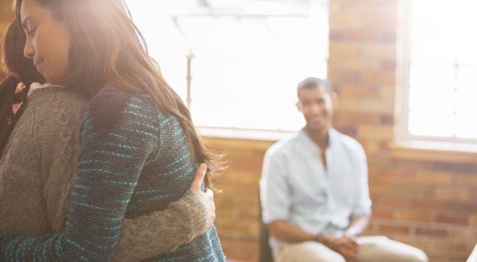 Почему групповая терапия лучше индивидуальной
