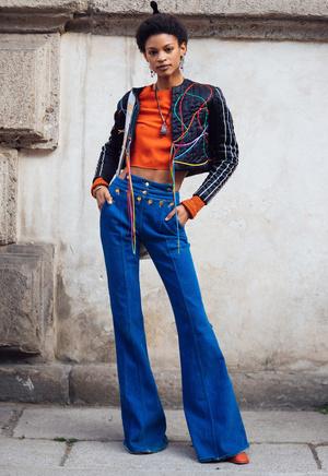 Фото №7 - От бедра: как выбрать правильные джинсы-клеш