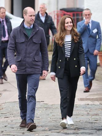 Фото №10 - Клетка, джинсы и костюмы: все наряды герцогини Кейт в туре по Шотландии