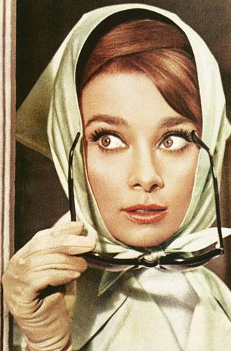 330x500 0 349f2c63c8ba6bb6cfdd289d39ce8db8@330x500 0xac120003 15526410601579263175 - «Ангел с печальными глазами»: как Одри Хепберн меняла мир к лучшему