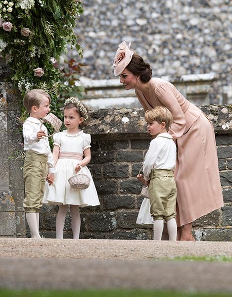 Фото №5 - Герцогиня Кембриджская в роли няни на свадьбе сестры (фото)