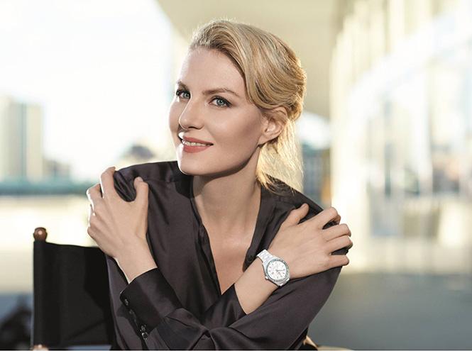 Рената Литвинова вчасах Rado HyperChrome Diamonds, белая high-tech керамика, бриллианты.