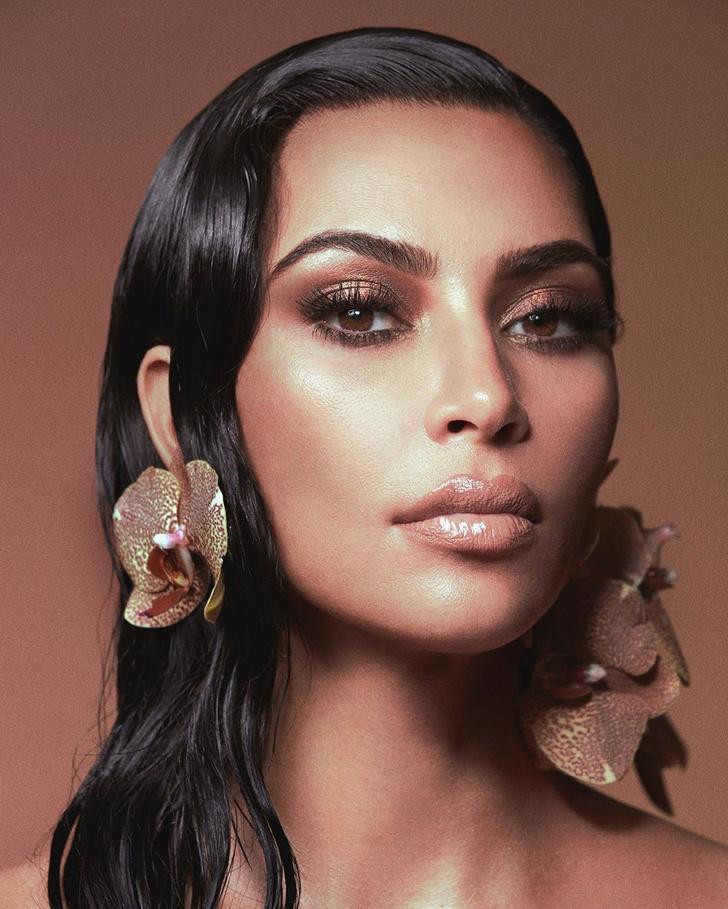 Фото №1 - В блеске бронзы: бьюти-вдохновение от Ким Кардашьян