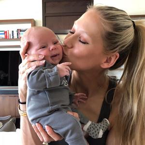 Фото №2 - Курникова и Инглесиас впервые показали новорожденных близнецов
