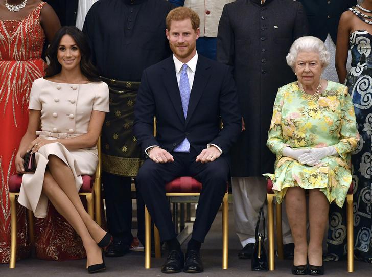 Фото №6 - Меган Маркл и Елизавета II снова вместе вышли на работу
