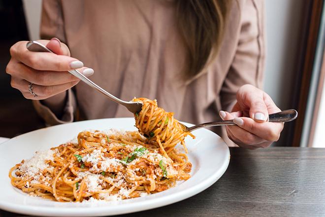 Фото №6 - Вечерний обжора или мадам Плюшкина: главные ошибки в еде