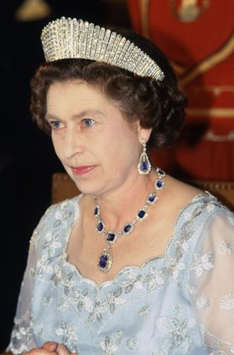 Фото №3 - Как превратить королевскую тиару в бриллиантовое колье