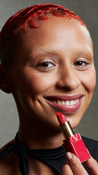 Фото №3 - Valentino Beauty дебютировал с новой коллекцией макияжа в рамках Недели моды в Париже