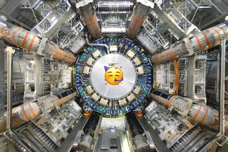 Фото №1 - Большому адронному коллайдеру 12 лет