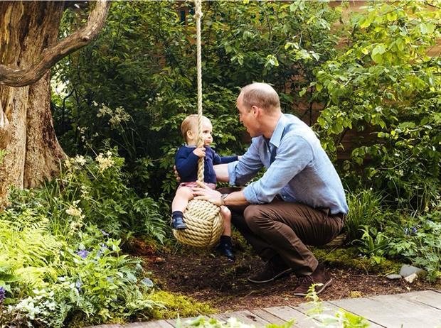 Фото №3 - Самые милые фотографии королевских отцов с детьми